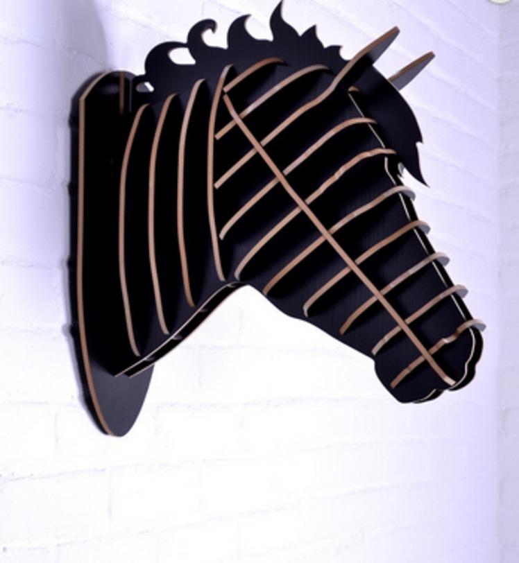 Настенный декор ЛошадьФигуры<br>Декоративные головы животных на стену выполнены в скандинавском стиле, сочетают в себе естественную простоту и изысканность. Экологически безопасные, сделанные вручную, такие элементы декора смотрятся всегда необычно, и в тоже время очень стильно!<br><br>Цвет: черный<br><br>Material: МДФ<br>Length см: None<br>Width см: 19.6<br>Depth см: 40.5<br>Height см: 35.5<br>Diameter см: None