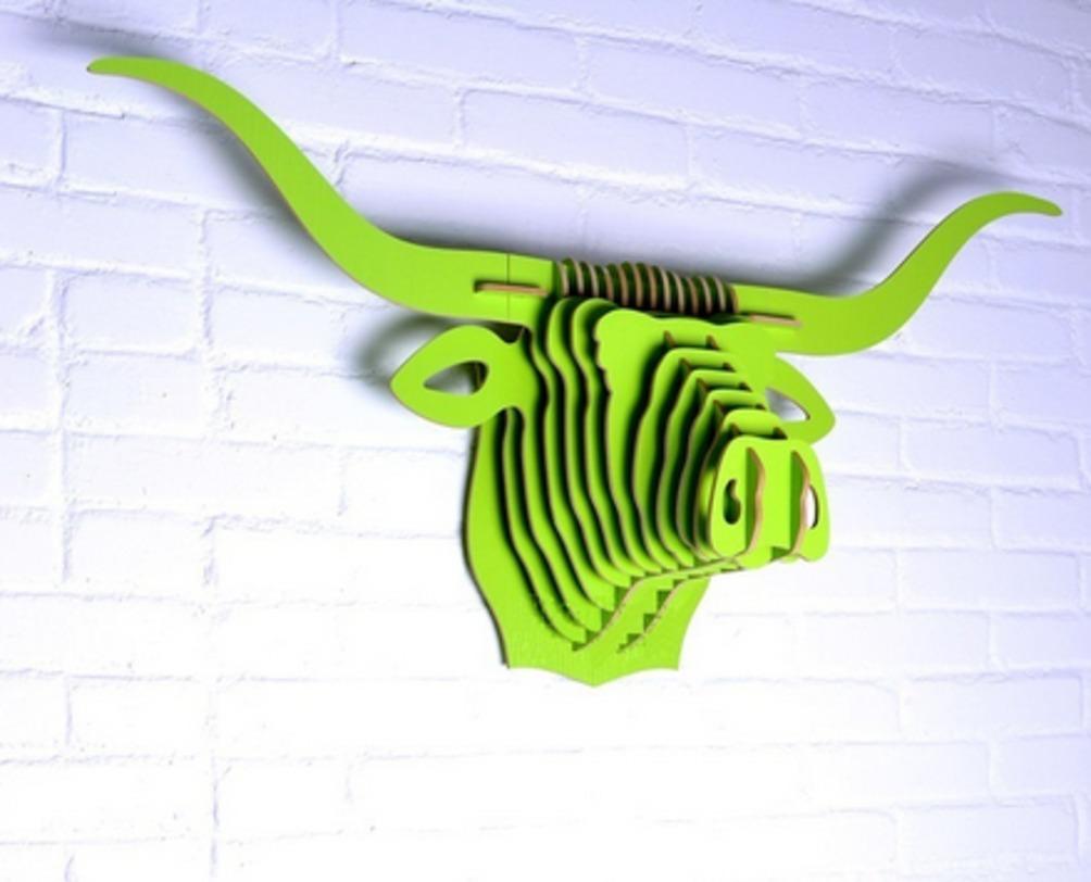 Настенный декор Буйвол ЗеленыйФигуры<br>Декоративные головы животных на стену выполнены в скандинавском стиле, сочетают в себе естественную простоту и изысканность. Экологически безопасные, сделанные вручную, такие элементы декора смотрятся всегда необычно, и в тоже время очень стильно!<br><br>Цвет: зеленый<br><br>Material: МДФ<br>Length см: None<br>Width см: 93.1<br>Depth см: 28.9<br>Height см: 46.0<br>Diameter см: None