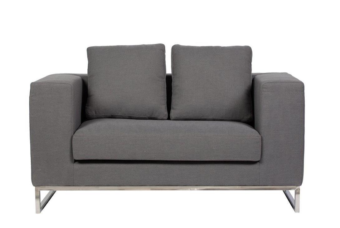 Диван Dadone SofaДвухместные диваны<br>Небольшой уютный диван &amp;quot;Dadone Sofa&amp;quot; – это неимоверно стильный и удобный предмет мебели, который добавит шарма и тепла любой комнате вашего дома. Благородный серый цвет обивки и дизайн позволяют диванчику украсить собой современный или классический интерьер, а мягкие подушки дают вам возможность расслабиться с комфортом после трудного рабочего дня.<br><br>Материал: ткань, поролон, металическое основание, ножки из нержавеющей стали<br><br>Material: Текстиль<br>Length см: None<br>Width см: 134<br>Depth см: 70<br>Height см: 68