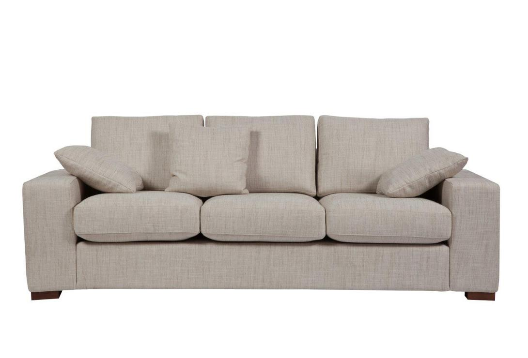 Диван Andrew Grande SofaТрехместные диваны<br>Изысканный диван &amp;quot;Andrew Grande Sofa&amp;quot; в классическом стиле станет превосходным украшением вашей гостиной или любой другой комнаты и удобным местом отдыха. Приятный неброский серый цвет обивки и мягкие подушки придают предмету мебели некую воздушность и легкость. Ножки, как и основание дивана, изготовлены из дерева, что говорит о его прочности и долговечности. Украшайте ваш дом со вкусом!<br><br>Material: Текстиль<br>Length см: 220<br>Width см: 91<br>Height см: 80