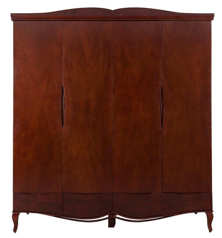 Шкаф RichardПлатяные шкафы<br>Высокий вместительный шкаф-гардероб сделан из натурального бука. Ровная поверхность прорезана ручками створчатых дверей. Снизу шкаф украшен сквозной резьбой, сверху -- карнизом с плавными изгибами. Внутри организованы удобные секции для хранения -- штанги для одежды, выдвижные ящики и полки.<br><br>Material: Бук<br>Length см: 204<br>Width см: 61.5<br>Height см: 225