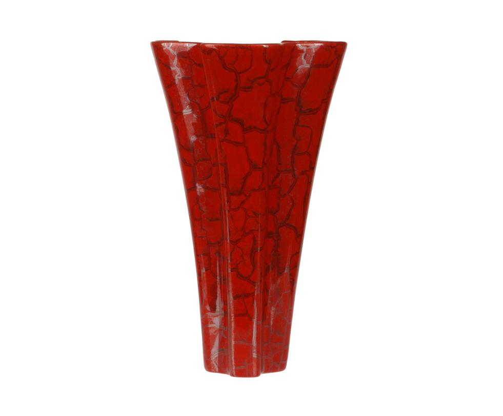Ваза декоративнаяВазы<br>Ваза &amp;quot;неправильной&amp;quot;, а на самом деле вполне классической, формы. Сочная красная поверхность покрыта золотыми &amp;quot;кракелюрами&amp;quot;. Подходит для крупных букетов. Но и сама по себе, без цветов, служит ярким акцентов в интерьере.<br><br>Material: Керамика<br>Length см: 24<br>Width см: 24<br>Height см: 40