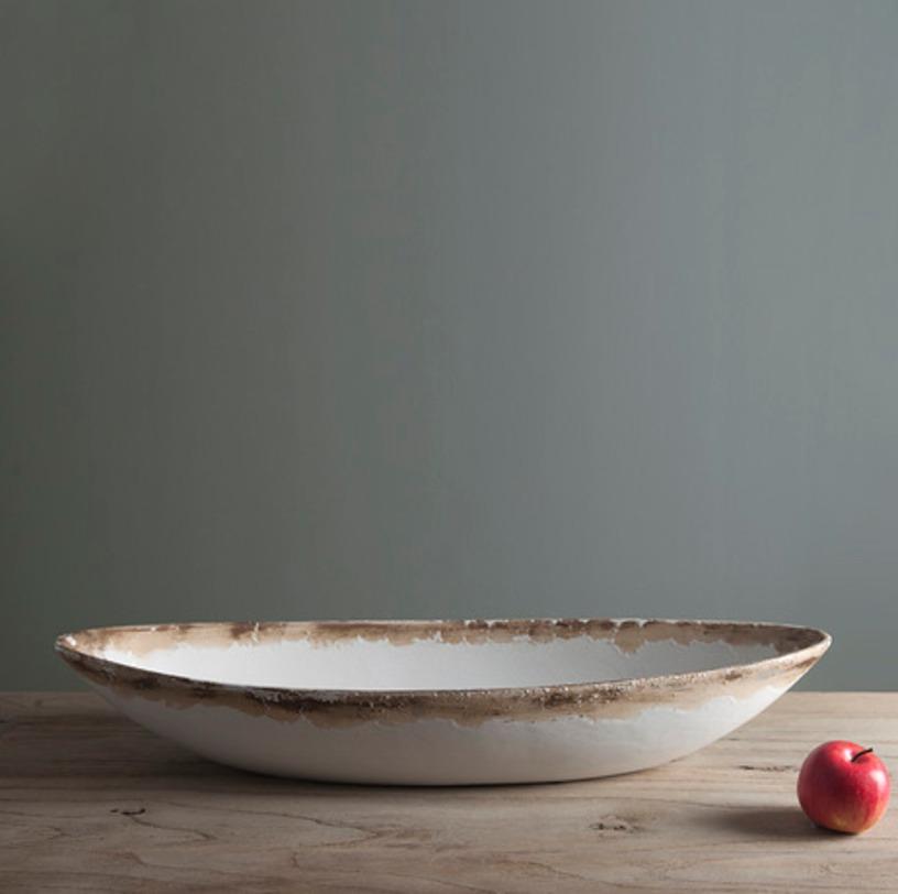 Чаша НицаДекоративные чаши<br>Интерьер кухни в стиле прованс подразумевает использование простой, изящной мебели и множество аксессуаров с эффектом старины и антикварным обаянием, данное блюдо как никогда кстати.<br><br>Material: Керамика<br>Length см: 37.0<br>Width см: 25.0