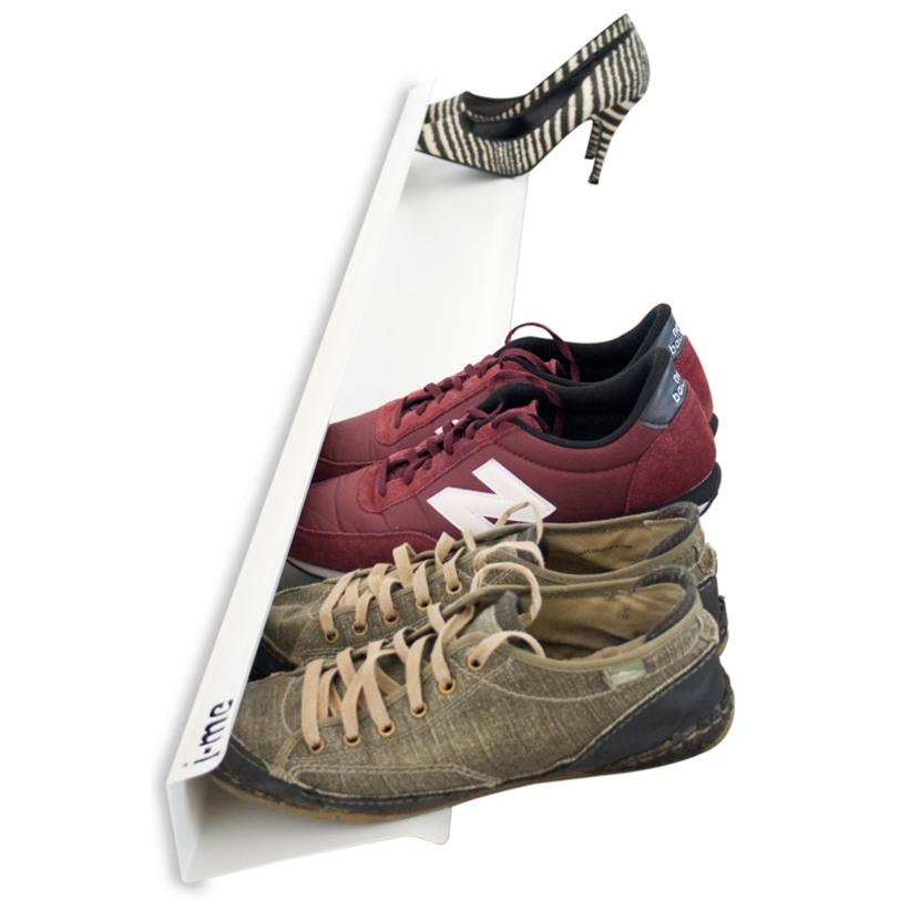 Полка для обуви Shoe rackОбувницы<br>Действительно удобный и стильный способ хранения обуви. Плюс – обувь всегда перед глазами которую, удобно вытаскивать, чтобы определиться, какую выбрать. Общая вместительность до 7 пар обуви. Прочно крепится к стене при помощи двух шурупов (включены в комплект).<br><br>Цвет: белый<br><br>Material: Металл<br>Ширина см: 120<br>Высота см: 9<br>Глубина см: 14