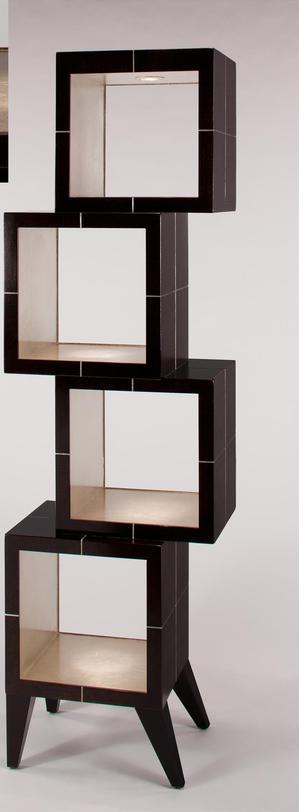 ЭтажеркаСтеллажи и этажерки<br>Интересная этажерка для современного американского стиля в интерьере. Благородный коричневый цвет дерева подчеркивает золотистая внутренняя отделка. Оригинальный дизайн привлечет внимание и восхищенные взгляды.<br><br>Material: МДФ<br>Ширина см: 56<br>Высота см: 194<br>Глубина см: 41