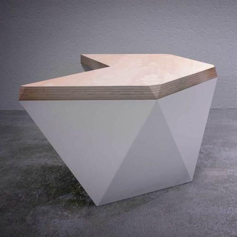 Стол ГексагонПисьменные столы<br>Письменный стол с космическим дизайном для смелых интерьеров. Каркас выполнен из натурального дерева со столешницей естественного оттенка, основание геометричной формы может быть выполнено в различных цветах.<br><br>Возможны различные варианты отделки основания стола.<br>Срок изготовления: 4-5 недель.<br><br>Столешница возможна из дуба (+12 300 руб)<br><br>Material: Фанера<br>Length см: None<br>Width см: 132<br>Depth см: 114.5<br>Height см: 74<br>Diameter см: None