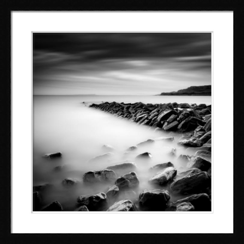 Постер ClavellsПостеры<br>Камни, туман и тяжелое небо. Драматичный пейзаж, способный добавить динамики любому пространству.<br><br>Material: Бумага<br>Width см: 82<br>Depth см: 3<br>Height см: 82