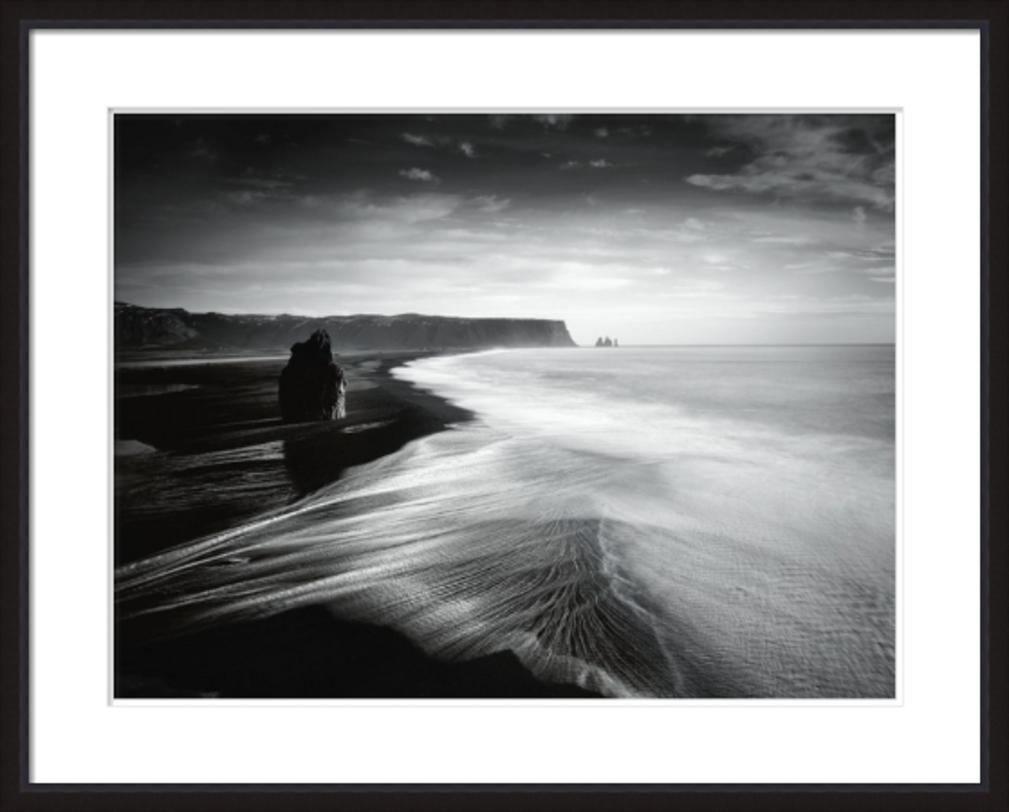 Постер Coastal ViewПостеры<br>Бескрайний океан и острые скалы на картине-постере в черно-белом цвете. Побалуйте свой интерьер изысканными аксессуарами.<br><br>Material: Бумага<br>Width см: 100<br>Depth см: 4<br>Height см: 80