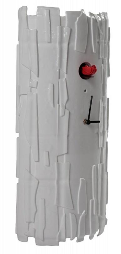 Часы настенные с кукушкой BricchettoНастенные часы<br>Оригинальные часы, имитирующие натурально дупло в стволе дерева, выполнены из стекла окрашенного в плотный белый цвет. Маленькая кукушка будет напоминать о быстро текущем времени.<br><br>Цвет: белый; птичка красная<br><br>Material: Стекло<br>Ширина см: 23<br>Высота см: 50<br>Глубина см: 10