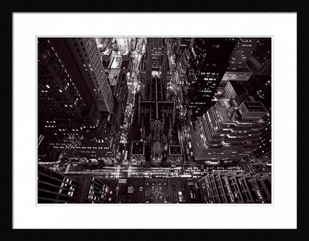 Постер St PartickПостеры<br>Постер для любителей индустриальной эстетики больших гродов. Улицы, пересекающиеся под идеально прямыми углами и многоэтажные здания с горящими лампадками окон.<br><br>Material: Бумага<br>Width см: 90<br>Depth см: 3<br>Height см: 70
