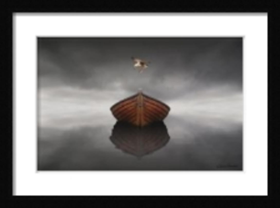 Постер Time StoppedПостеры<br>Лодка, движущаяся на встречу зрителю. Возная гладь упирается в горизонт. Явное приглашение к мирному и в то же время увлекательному плаванию.<br><br>Material: Бумага<br>Width см: 82<br>Depth см: 2<br>Height см: 61