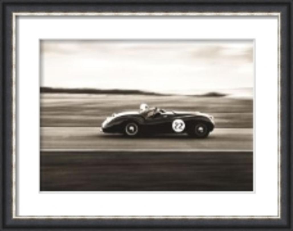 Постер RoadsterПостеры<br>Картина в форме постера для ценителей американского стиля в интерьере, любителей ретро-автомобилей и обладателей превосходного вкуса к прекрасному.<br><br>Material: Бумага<br>Ширина см: 86<br>Высота см: 68<br>Глубина см: 4