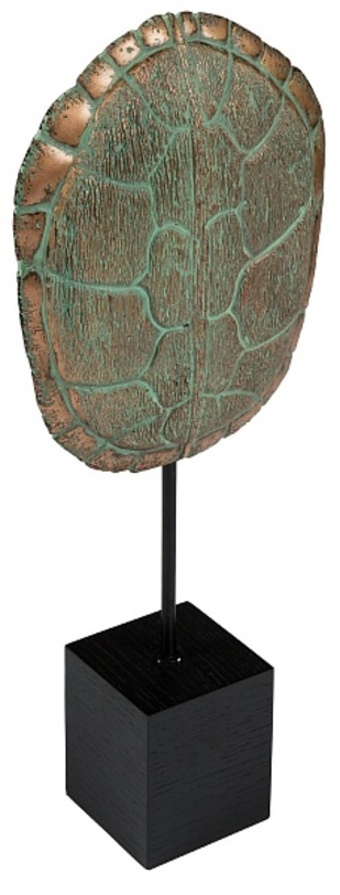 Декор Tortoiseshell StandСтатуэтки<br>Элемент декора из бронзы – статуэтка в форме ракушки, повторяющей изгибы черепашьего панциря. Отличное дополнение интерьера в средиземноморском или этно стиле.<br><br>Material: Бронза<br>Length см: None<br>Width см: 23<br>Depth см: 10<br>Height см: 56<br>Diameter см: None