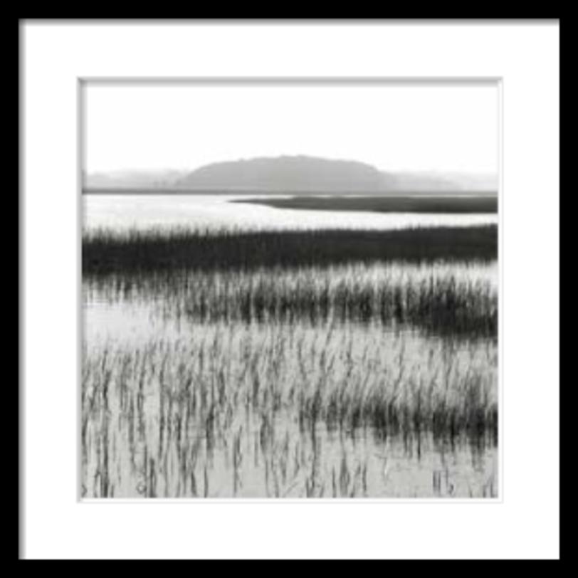Постер Nut IslandПостеры<br>Этот постер один из серии фотографий, изображающих умиротворенные водные пейзажи. Квадратная форма фотографии подчеркивает спокойствие картины.<br><br>Material: Бумага<br>Width см: 69<br>Depth см: 4<br>Height см: 69