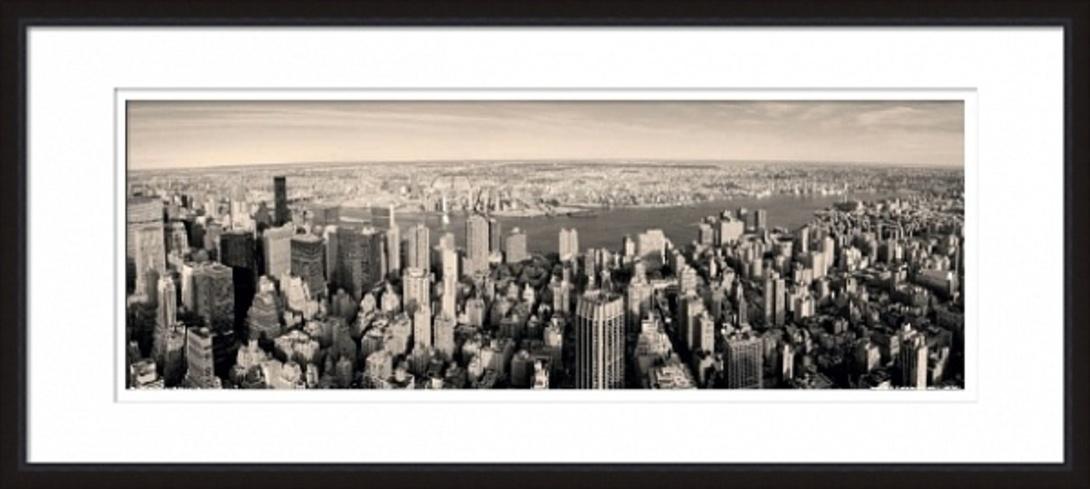 Постер New Jersey at sunsetПостеры<br>Черно-белая фотография. Город, наполненный небоскребами. Кого-то этот образ пугает, для кого-то является притягательным. Снятые с высоты птичьего полета огромные здания, кажется, представляют собой отдельную цивилизацию, в масштабах которой человека даже не видно.<br><br>Material: Бумага<br>Width см: 119<br>Height см: 54