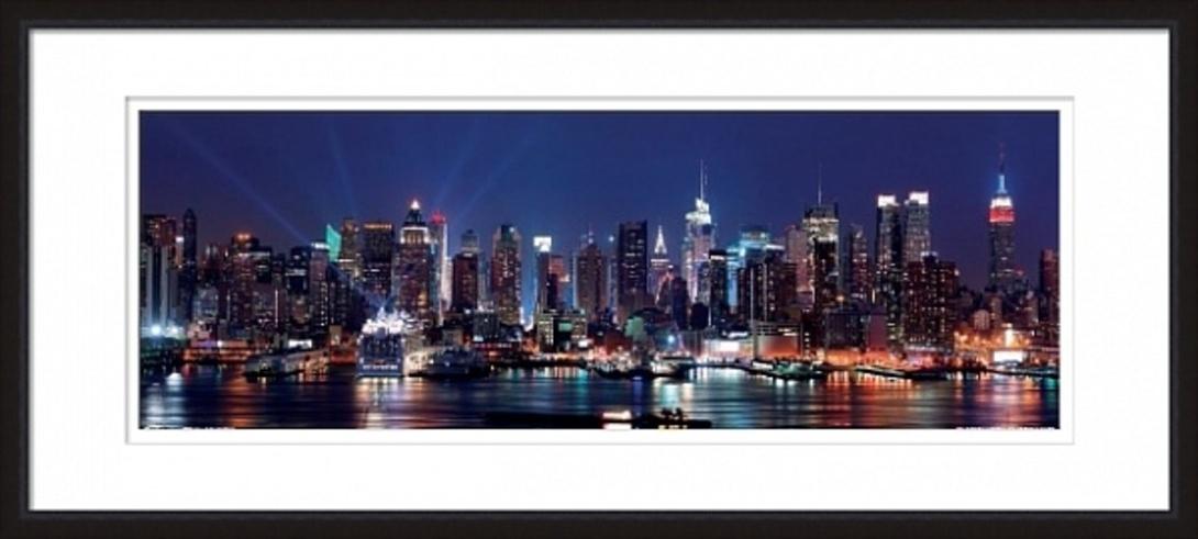 Постер Manhattan skyline at nightПостеры<br>Цветная фотография ночного Чикаго. Городской силуэт на берегу озера Мичиган определяют разнообразные небоскребы. Над ними нависает небо глубокого синего цвета.<br><br>Material: Бумага<br>Width см: 119<br>Height см: 54