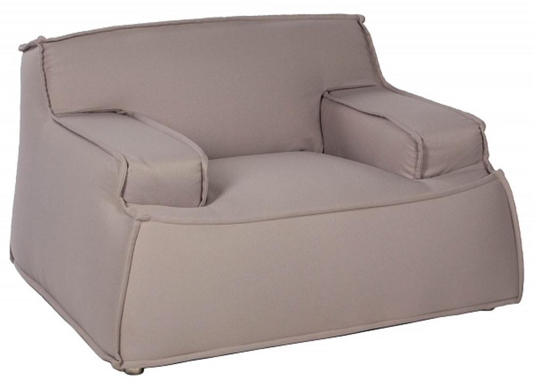 Кресло JETИнтерьерные кресла<br>&amp;lt;div&amp;gt;Это необычное кресло на первый взгляд может показаться &amp;quot;бесформенным&amp;quot;. Невысокая спинка словно &amp;quot;сливается&amp;quot; с подлокотниками, что создает очень мягкий, почти воздушный образ. В модели отсутствуют декоративные элементы. Она отлично впишется в функциональный скандинавский интерьер, где практичность и удобство – главное. Отдыхать сидя в таком кресле — невероятно комфортно. &amp;amp;nbsp;&amp;amp;nbsp;&amp;lt;br&amp;gt;&amp;lt;/div&amp;gt;&amp;lt;div&amp;gt;&amp;lt;br&amp;gt;&amp;lt;/div&amp;gt;<br><br>Material: Текстиль<br>Ширина см: 120<br>Высота см: 77<br>Глубина см: 104