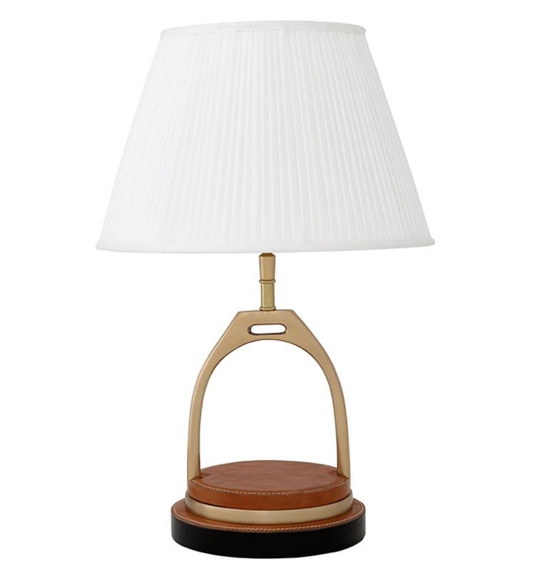 Лампа настольная ПринстонДекоративные лампы<br>Настольная лампа Prinston названа в честь престижного коллежда в США, что само собой намекает на особый статус владельца. Необычное основание светильника изготовлено из металлической конструкции, оформленной вставками из натуральной кожи, которое уравновешивается классическим белоснежным абажуром. Такой светильник подойдет как для рабочего кабинета, так и для домашних помещений - гостиной, спальни, библиотеки.<br><br>Материал: металл, натуральная кожа<br><br>Material: Металл<br>Width см: 18<br>Height см: 46<br>Diameter см: 30