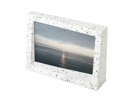 Рамка для фотографий edge 10x15 terrazzo (umbra) белый 11x5x17 см.