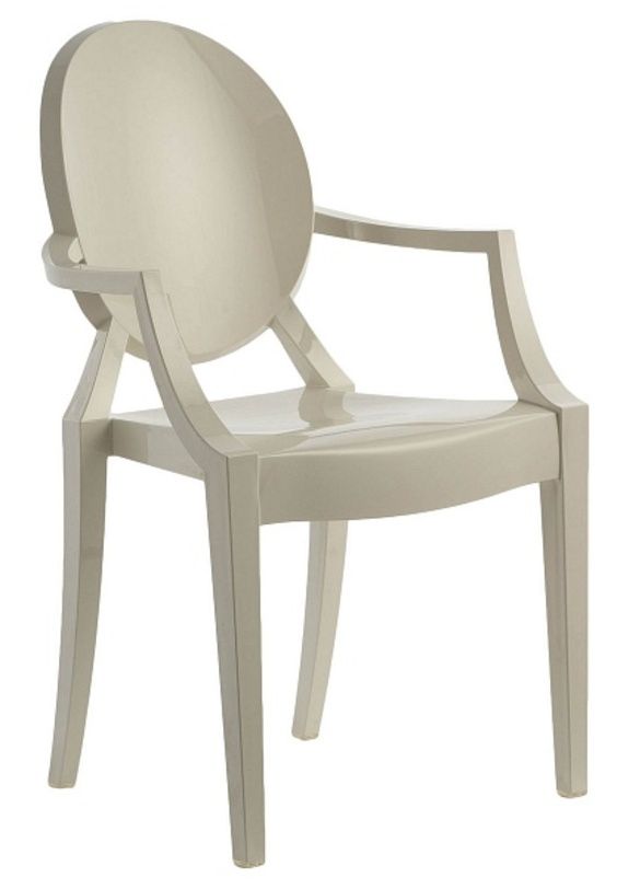 Стул Louis GhostСтулья с подлокотниками<br>Современный итальянский дизайн может позволить себе шалость в виде сочетания классических форм и современных материалов, как например эта модель стула в духе прованса из высокотехнологичного пластика.<br><br>Material: Пластик<br>Ширина см: 54<br>Высота см: 94<br>Глубина см: 55