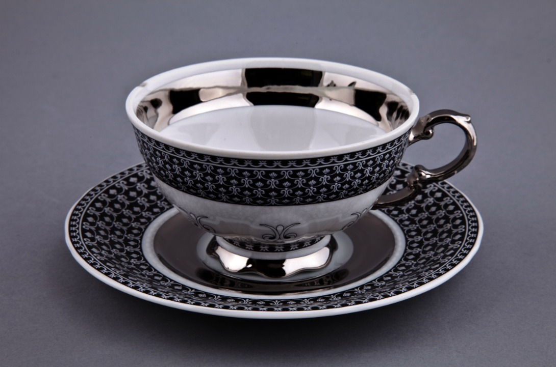 Чайная пара СирияЧайные пары, чашки и кружки<br>Упаковка: черная картонная коробка с логотипом.<br><br>Material: Фарфор<br>Height см: 8