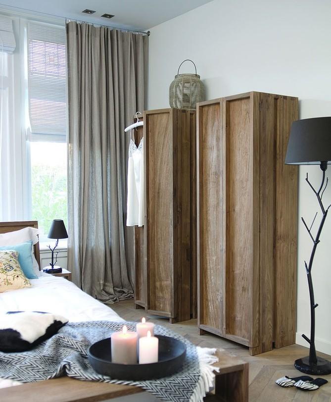 Шкаф платяной Fiss 180Бельевые шкафы<br>Платяной шкаф для белья и одежды из Индонезии благодаря лаконичному дизайну выглядит очень современным, а великолепная фактура тикового дерева довершает образ. Шкаф отлично впишется в минималистичный скандинавский интерьер, эко-стиль или лофт-пространство.<br><br>Material: Тик<br>Length см: None<br>Width см: 60.0<br>Depth см: 45.0<br>Height см: 180.0<br>Diameter см: None