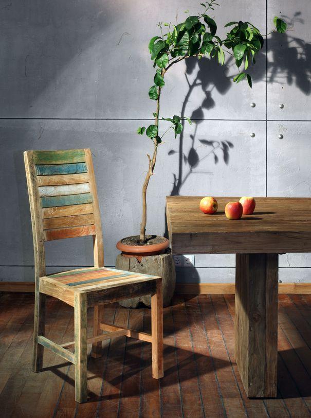 """Стул """"Claudia""""Обеденные стулья<br>Стул имеет жесткую седельную часть и высокую спинку прямоугольной формы. Сиденье и спинка набраны из досочек разного цвета и тона. Для прочности конструкции прямоугольные ножки по бокам соединены деревянными планками.<br><br>Мебельная компания Teak House выпускает стильную, винтажную мебель из массива тика. Она старается сохранить неповторимую фактуру, красоту и жизненную силу натуральной поверхности дерева, подчеркнуть ее удивительный и уникальный рисунок, созданный самой природой.<br><br>Material: Тик<br>Length см: None<br>Width см: 48.0<br>Depth см: 45.0<br>Height см: 105.0<br>Diameter см: None"""