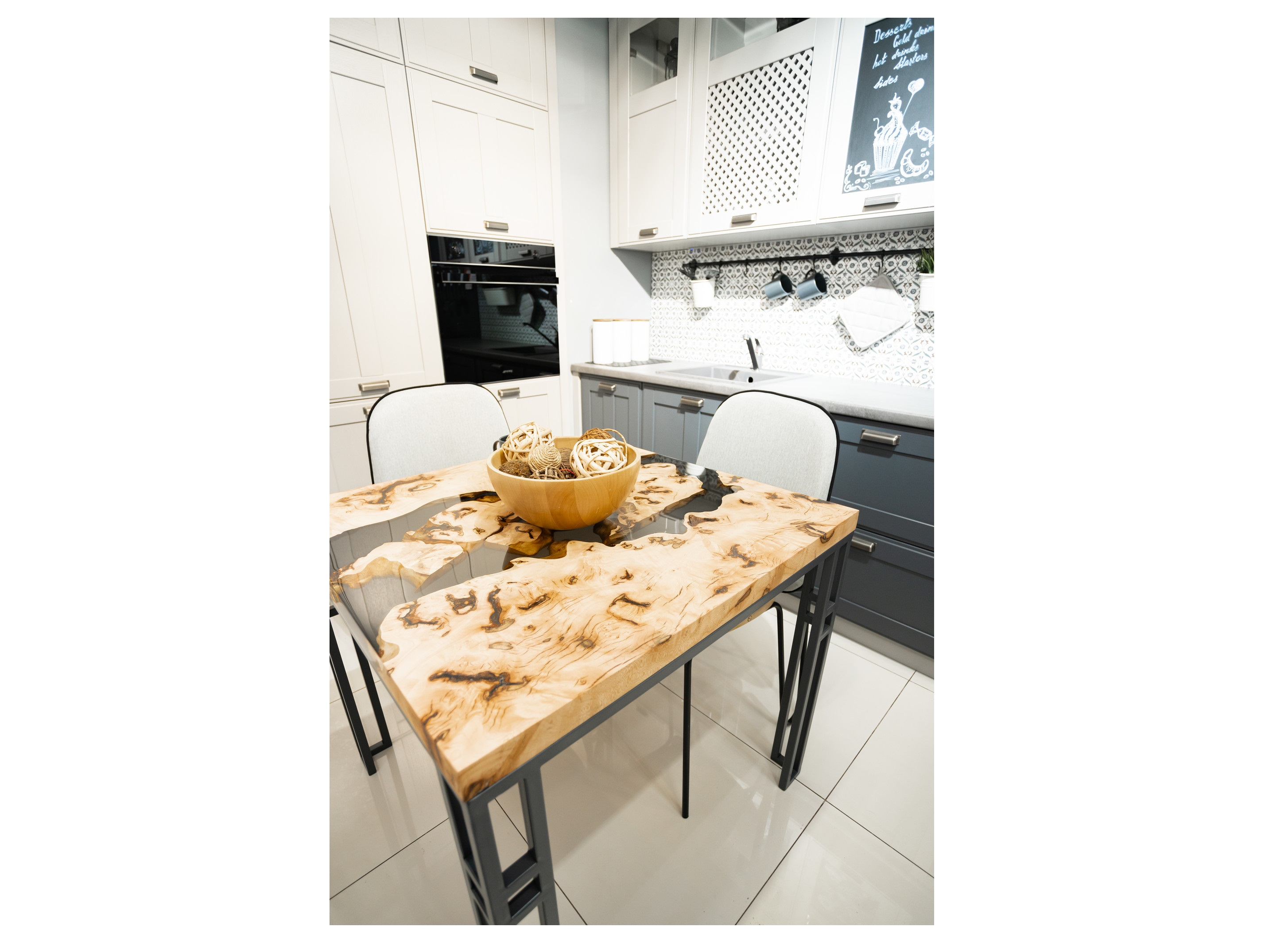 Обеденный стол (woodzpro) коричневый 85x75x85 см.