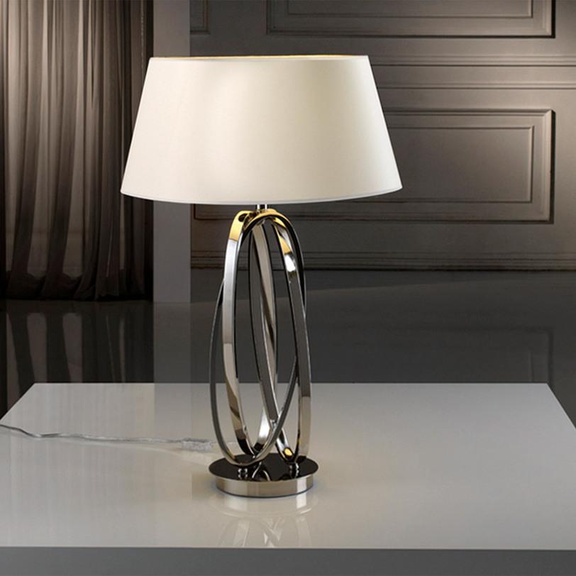 Настольная лампа OvalosДекоративные лампы<br>Настольная лампа &amp;quot;OVALOS&amp;quot; выполнена из никелированного металла. Абажур белый конусообразный.<br><br>Мощность: 1 x 100 Вт, Е27<br><br>Material: Металл<br>Высота см: 70