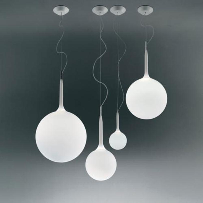 Светильник CastoreПодвесные светильники<br>Сфера рассеивателя держится на светящихся стеблях, которые регулируются приятным переходом от яркого рассеянного света к приглушенному. Термопласт и выдувное стекло.<br><br>Мощность: 1 Е27 x 150 Вт<br><br>Material: Стекло<br>Length см: None<br>Width см: None<br>Depth см: None<br>Height см: 83.0<br>Diameter см: 35.0