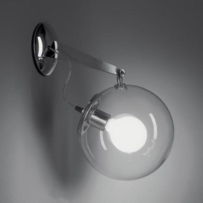 Бра Miconos pareteБра<br>Настенный светильник Miconos parete. Выполнен из полированного хромированного металла, плафон из прозрачного выдувного стекла.<br><br>Мощность: 1 Е27 x 20 Вт<br><br>Material: Стекло<br>Length см: 32.5<br>Diameter см: 25.0