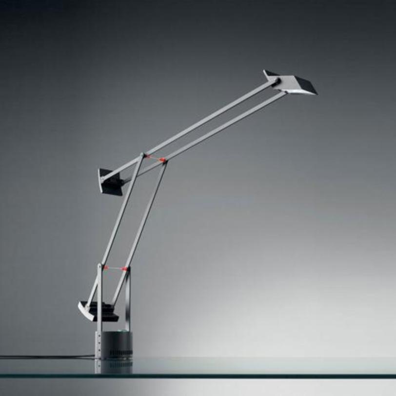 Настольная лампа Tizio Aluminium greyНастольные лампы<br>Настольная лампа Tizio Aluminium grey выполнена из поликарбоната, окрашенного в &amp;quot;алюминиевый серый&amp;quot;. Противовес устанавливается в нескольких положениях, позволяя менять угол наклона и высоту от 30 до 119 см. Инновация Tizio в его конструкции: трансформатор находится в основании и питает галогенную лампу через рейки и клепки самой конструкции без дополнительных проводов.&amp;lt;div&amp;gt;&amp;lt;div&amp;gt;Тип лампы: галогенная&amp;lt;/div&amp;gt;&amp;lt;div&amp;gt;Цоколь: GY6.35&amp;lt;/div&amp;gt;&amp;lt;div&amp;gt;Мощность: 50W&amp;lt;/div&amp;gt;&amp;lt;/div&amp;gt;<br><br>Material: Пластик<br>Width см: 84<br>Height см: 66