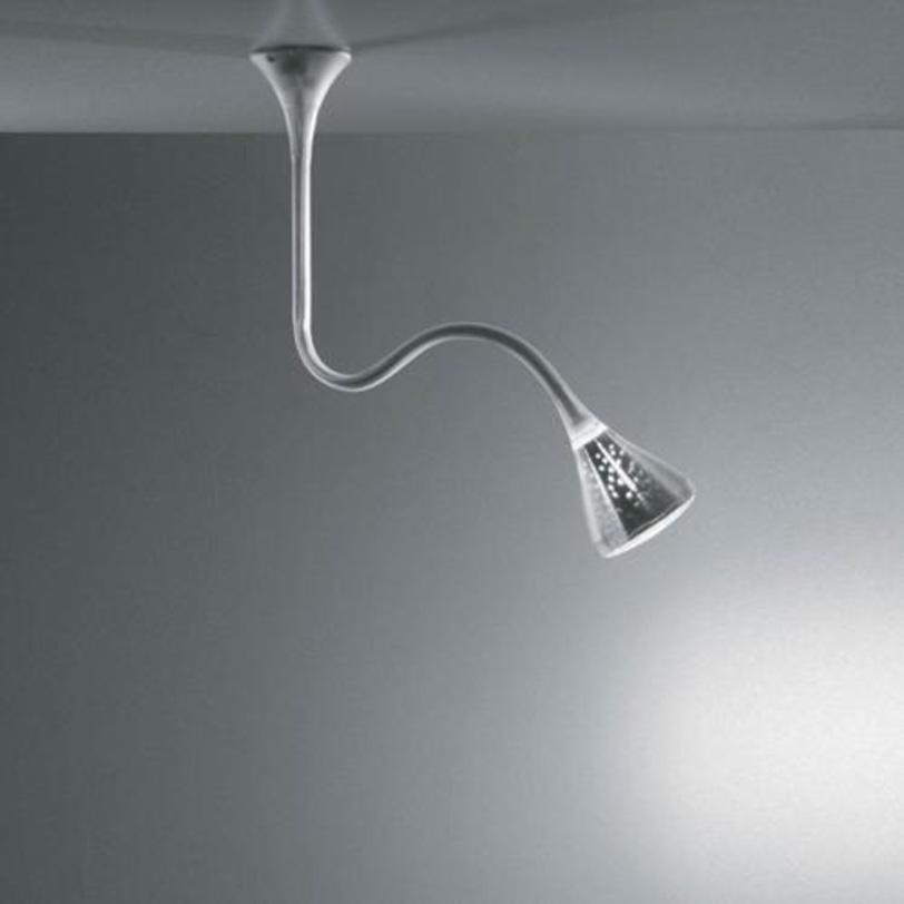 Светильник Pipe sospensioneПотолочные светильники<br>У гибкой и регулируемой трубы (Pipe sospensione) есть микро-перфорированный отражатель, который не только улучшает качество освещения окружающей среды, но и дополняет дизайн светильника, который выглядит словно усеяный шипами света разного размера.<br><br>Цвет: прозрачный.&amp;amp;nbsp;&amp;lt;div&amp;gt;&amp;lt;div&amp;gt;Тип лампы: люминесцентная&amp;lt;/div&amp;gt;&amp;lt;div&amp;gt;Цоколь: G24Q-3&amp;lt;/div&amp;gt;&amp;lt;div&amp;gt;Мощность: 32W&amp;lt;/div&amp;gt;&amp;lt;/div&amp;gt;<br><br>Material: Пластик<br>Высота см: 138