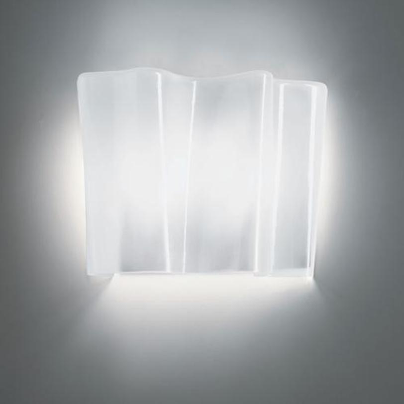 Бра Logico parete - HaloБра<br>Основа - окрашенный структурный металл, рассеиватель из выдувного стекла с шелковой полировкой.<br><br>Мощность: 2 Е27 x 52 Вт<br><br>Material: Стекло<br>Width см: 33<br>Depth см: 18.5<br>Height см: 32