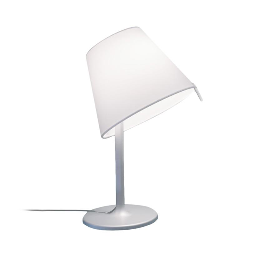 Настольная лампа Melampo notte - Aluminum greyДекоративные лампы<br>Основа - окрашенный сплав алюминия; абажур - атласная шелковая ткань на пластиковой раме. Абажур фиксируется в 2-х положениях.<br><br>Цвет - серый алюминий.<br>Мощность: 1 Е14 x 42 Вт<br><br>Material: Текстиль<br>Height см: 40<br>Diameter см: 23