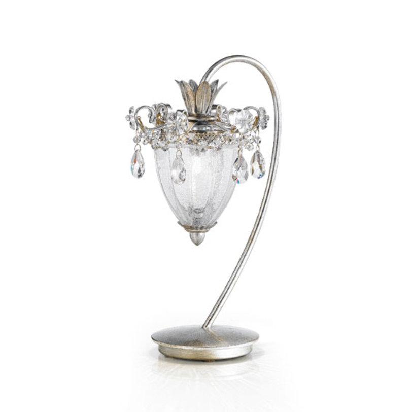 Настольная лампа RugiadaДекоративные лампы<br>Настольная лампа серии RUGIADA имеет металлическую основу покрытую фольгированным серебром. Элегантный плафон выполнен из муранского стекла ручной выдувки. Световой элемент один. Лампа декорирована цепочками и подвесками из прозрачного хрусталя.<br><br>Мощность: 1 G9 x 60 Вт<br><br>По индивидуальному заказу возможны различные модификации и варианты отделки.<br><br>Material: Металл<br>Height см: 40<br>Diameter см: 25