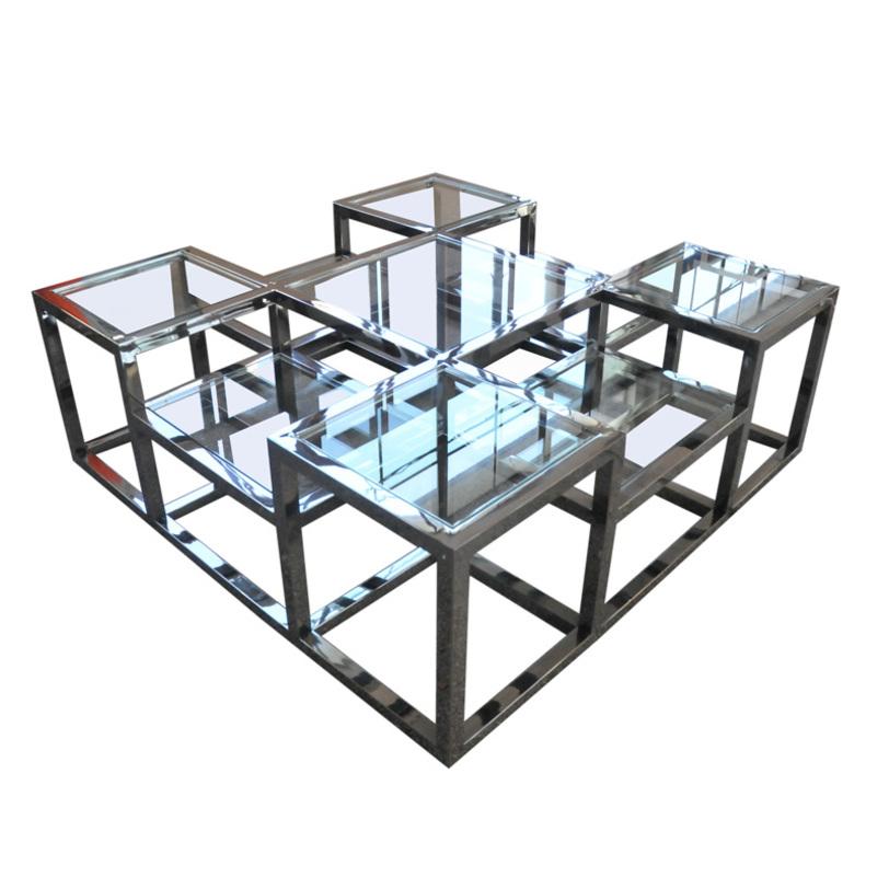 Столик CacharelЖурнальные столики<br>Конструкция из никелированного черного металла и толстого стекла &amp;amp;nbsp;будто приводит стол в движение, которое видно даже в спокойном состоянии. Тут можно увидеть как любимые модернистами кубы, наполненные светом, так и промышленную эстетику — в игре рукотворных материалов. Идеальный вариант для домов в стиле лофт.<br><br>Material: Металл