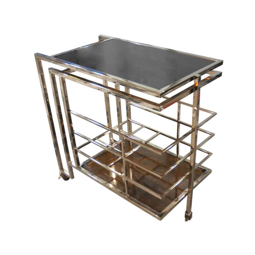 Столик ZumaСервировочные столики<br>Вглядываясь в хитросплетения металлических конструкций этого стола, можно предположить, что его силуэт был вдохновлен формами инженерных коммуникаций. Почему именно их? Дело в том, что соединения различных труб, не скрытых никакими объектами, являются ключевыми элементами декора загадочных промышленных интерьеров.&amp;amp;nbsp;&amp;amp;nbsp;&amp;lt;div&amp;gt;&amp;lt;br&amp;gt;&amp;lt;/div&amp;gt;&amp;lt;div&amp;gt;Столик на колесах из металла золотого цвета. Столешница из дымчатого стекла.&amp;lt;/div&amp;gt;<br><br>Material: Металл<br>Length см: 77<br>Depth см: 42<br>Height см: 77