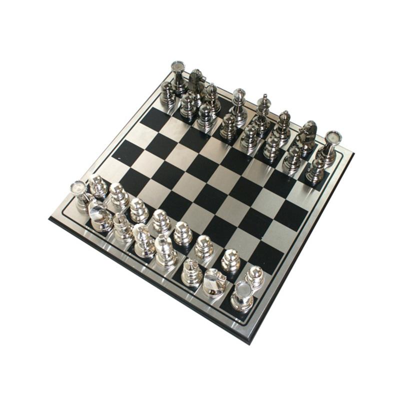 Шахматный набор FischerДругое<br>Фигурки из серебряного и черного никелированного металла.<br><br>Material: Металл<br>Length см: 63.5<br>Width см: 63.5<br>Depth см: None<br>Height см: None<br>Diameter см: None