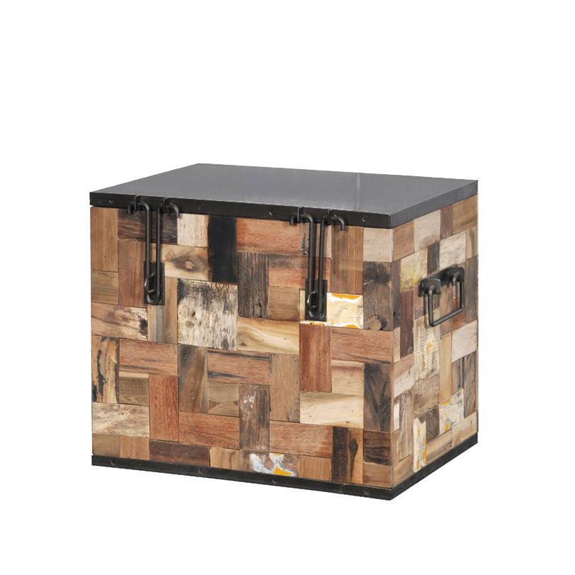 Сундук Ferum 50Современные сундуки<br>Сундук выполнен в немного неожиданной для древесины технике пэчворк. Он украшен кусочками дерева разного цвета, формы и неповторимого рисунка. Брутальные петли замка и металлическая крышка уравновешивают пестроту стенок сундука.<br><br>Мебельная компания Teak House выпускает стильную, винтажную мебель из массива тика. Компания старается сохранить неповторимую фактуру, красоту и жизненную силу натуральной поверхности дерева, подчеркнуть ее удивительный и уникальный рисунок, созданный самой природой.<br><br>Material: Тик<br>Length см: None<br>Width см: 50.0<br>Depth см: 35.0<br>Height см: 43.0<br>Diameter см: None
