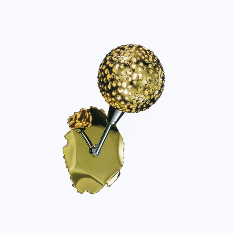 Бра SfereБра<br>Настенный светильник выполнен из кованного металла. Плафон из металла с оригинальной отделкой.<br><br>Цвет арматуры: глянцевое золото.<br>Мощность: 1X MAX 60W G9<br><br>Material: Металл<br>Ширина см: 15<br>Высота см: 26<br>Глубина см: 20