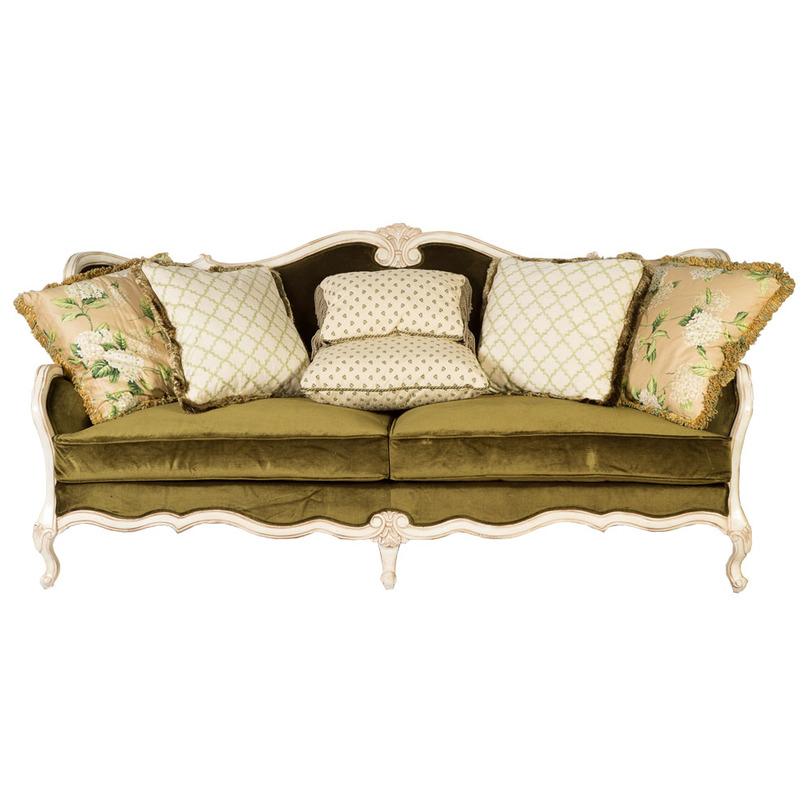Диван АрмантьерТрехместные диваны<br>Замечательный экземпляр – трехместный диван Армантьер, выполненный в бархате и атласе зеленой гаммы. Изящный резной каркас обтянут мягким текстилем, сочетающим однотонные и цветочные элементы. Приглушенные тона успокаивают, позволяя расслабиться и провести время в приятной теплой атмосфере.<br><br>Material: Текстиль<br>Length см: 230.0<br>Width см: None<br>Depth см: 90.0<br>Height см: 110.0<br>Diameter см: None