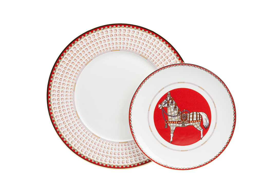 Комплект тарелок Zanotty IТарелки<br>Комплект из двух тарелок разного диаметра из костяного фарфора с оригинальным ярким орнаментом. Отличный вариант для подарка мальчику.<br><br>Материал: костяной фарфор&amp;amp;nbsp;&amp;lt;div&amp;gt;Размеры: Диаметр 30,5 см, 23 см<br>Вес: 0.98 кг&amp;lt;/div&amp;gt;<br><br>Material: Фарфор