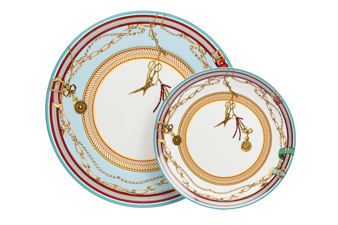 Комплект тарелок VelucheТарелки<br>Комплект из двух роскошных тарелок из костяного фарфора с оригинальным ярким орнаментом. Отличный вариант для подарка.<br><br>Материал: костяной фарфор<br>Размер: диаметр 30,5 см, 22 см<br><br>Material: Фарфор<br>Length см: None<br>Width см: None<br>Depth см: None<br>Height см: None<br>Diameter см: 22.0