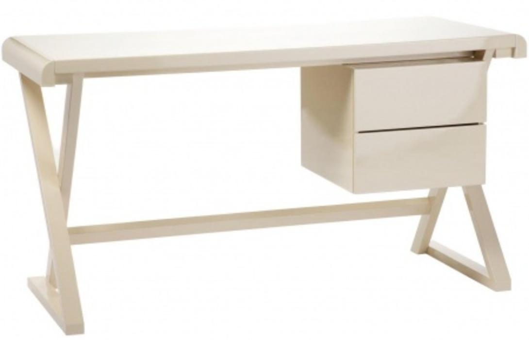 Рабочий стол PrestonПисьменные столы<br>Этот элегантный рабочий стол станет украшением вашего кабинета. Слегка закругленная по краям столешница из МДФ опирается на облегченную стальную конструкцию. Отделка – блестящий белый лак. Слева располагаются два удобных выдвижных ящичка. Модель смотрится невесомо и эффектно.<br><br>Material: МДФ<br>Length см: 140<br>Width см: 60<br>Height см: 75