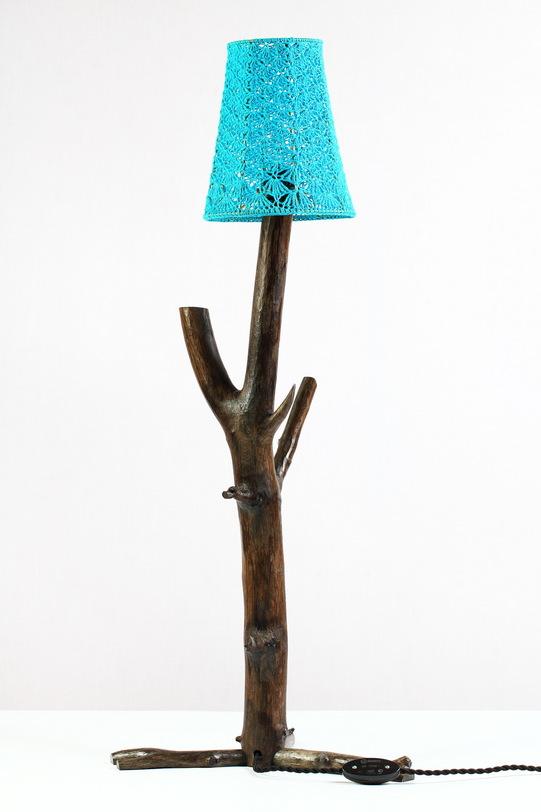 Настольный светильник Branches and ShadowsДекоративные лампы<br>&amp;lt;div&amp;gt;Настольные светильники из дерева с фактурными, преимущественно вязаными абажурами. Дерево подвергается минимальной обработке и окраске, природная форма сохраняется. В дневное время светильники выступают как оригинальный элемент интерьера, в ночное – радуют необычными тенями. Светильники Ветви и Тени находятся в постоянной экспозиции Чувство Дома во Всероссийском Музее Декоративно-Прикладного Искусства, были представлены на Московском Международном Мебельном Салоне 2014, Moscow Design Week 2014, на фестивалях журнала Seasons и др. мероприятиях, участвовали в передаче Фазенда на Первом канале (эфир – 15.02.2015). Каждое изделие уникально. При заказе возможно изготовление аналога, но он никогда не будет в точности повторять прототип, изображенный на фотографии.&amp;lt;/div&amp;gt;&amp;lt;div&amp;gt;Цоколь: Е14 (миньон)&amp;amp;nbsp;&amp;lt;/div&amp;gt;&amp;lt;div&amp;gt;Мощность: 60 Вт&amp;amp;nbsp;&amp;lt;/div&amp;gt;<br><br>Material: Дерево<br>Ширина см: 33.0<br>Высота см: 77.0<br>Глубина см: 33.0