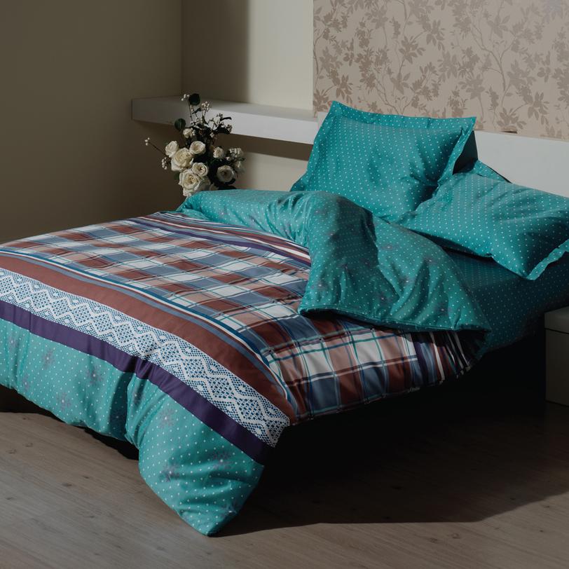 Комплект постельного белья Lacy TurquoiseОдноспальные комплекты постельного белья<br>Размеры товара: MIN Пододеяльник: 160*220 см. (1 шт.) Простыня: 240*260 см. (1 шт.) Наволочки: 50*70 (1 шт.) Умиротворяющий насыщенный бирюзовый цвет идеально подходит для расслабления и релаксации. Именно поэтому он преобладает в комплекте «Country azure», созданном, чтобы дарить вам лишь сладостные сновидения. А приятная для кожи шелковистость хлопка обеспечит дополнительное удовольствие от отдыха.<br><br>Material: Хлопок