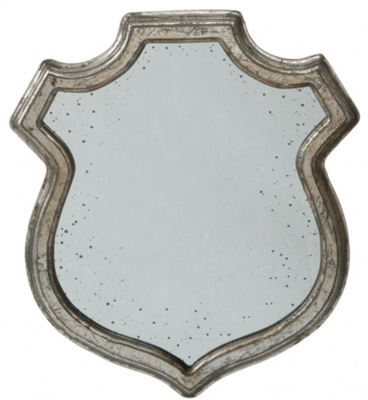 Зеркало TableroНастенные зеркала<br>Это винтажное зеркало словно хранит в себе неповторимый дух старинных провинциальных домов. Силуэт Tablero напоминает геральдическую атрибутику – щит. Образ привнесет в пространство романтику и благородство. Модель декорирована строгой рамой, выполненной в технике искусственного состаривания, что придает облику антикварный колорит.<br><br>Material: Стекло<br>Length см: None<br>Width см: 50<br>Depth см: None<br>Height см: 60<br>Diameter см: None