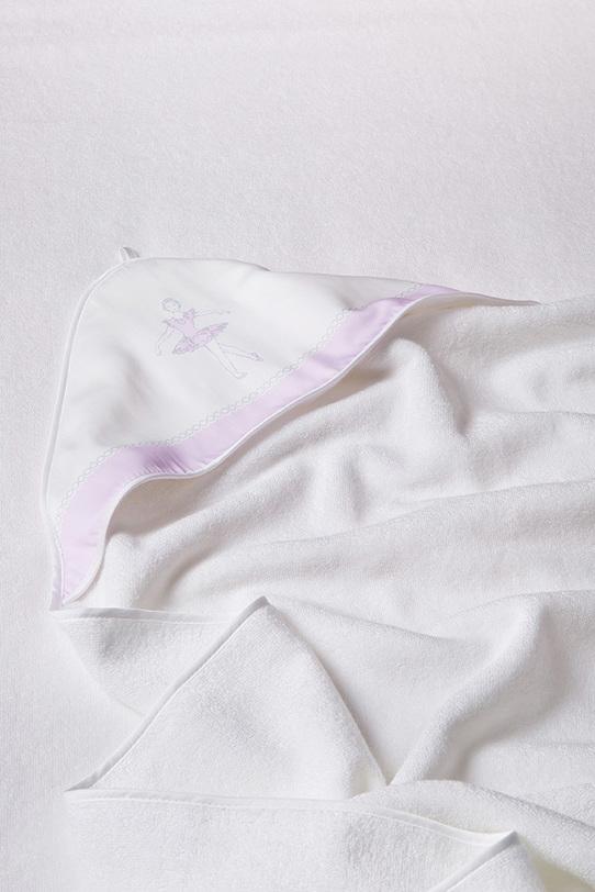 Банный комплект уголок и полотенца BALLETДетское постельное белье<br>Комплект в подарочной упаковке-конверте.<br>Стирка 40 С<br>Материал: 65 % хлопок, 35 % Модал (Modal)<br>Размер:<br>Уголок - 120х120 см.<br>Полотенце - 35х35 см. (2 шт.)<br>Итальянский бренд &amp;quot;Fiori di Venezia&amp;quot;, занимающийся текстилем для дома премиум класса представляет коллекцию детских махровых уголков и полотенец. Коллекция выполнена с использованием натурального, экологически чистого, букового волокна - модала (modal), что делает их легче, прочнее, позволяет впитывать влагу в полтора раза лучше хлопка, а высыхать быстрее. Так же модал остается мягким после стирки за счет того, что его поверхность не позволяет примесям (извести или моющему средству) оставаться на ткани, делая ее жесткой на ощупь. Уголок имеет размер 120х120 см., что позволяет пользоваться им даже когда ребенок подрастёт. Так же на капюшоне имеется маленькая петелька, чтобы удобно было вешать махровый уголок в ванной или детской комнате.<br>Поставляется в подарочном конвертике.<br><br>Material: Хлопок<br>Length см: 120<br>Width см: 120<br>Depth см: None<br>Height см: None<br>Diameter см: None