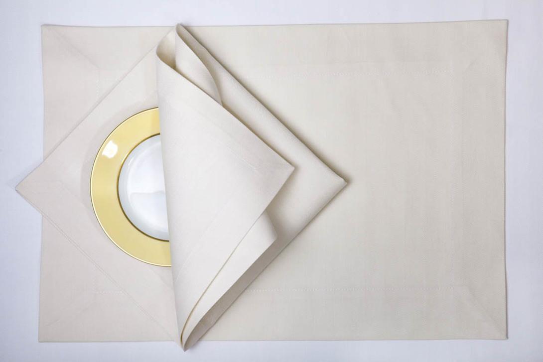 Набор салфеток RomaСкатерти<br>Комплект из 12 салфеток. Поставляется в подарочном мешке.<br><br>Размеры: 35х50 - 6 шт., 45х45 - 6 шт.<br>Материал: 100% египетский длинноволокнистый хлопок марки Egitto Giza 86 из долины Гиза (Giza)<br>Цвет: Baco ecru / Светлый экрю<br>Уход: Стирка 60 градусов; Глажка 200 градусов - гладить влажным<br><br>Material: Хлопок<br>Length см: None<br>Width см: None<br>Depth см: None<br>Height см: None<br>Diameter см: None